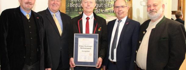 Schreinerei Seckinger als Unternehmen des Monats Oktober 2016 in der Gewinnerregion ausgezeichnet